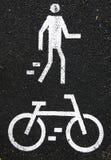 Muestra del peatón y de la bicicleta foto de archivo libre de regalías