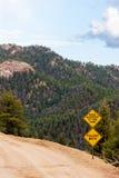 Muestra del peligro de la roca que cae con Mountain View Foto de archivo libre de regalías