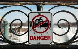 Muestra del peligro de Niagara Falls Fotografía de archivo libre de regalías