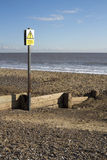 Muestra del peligro en la playa de Southwold, Suffolk, Inglaterra Foto de archivo libre de regalías