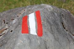 Muestra del rastro pintada en una roca Lech Valley austria Foto de archivo libre de regalías