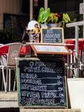 Muestra del restaurante con el menú del marisco Imagenes de archivo