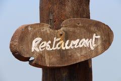 Muestra del restaurante en el corte de la sierra del árbol Imagenes de archivo