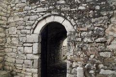 Muestra del retrete en el castillo de Berat foto de archivo