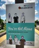 Muestra del servicio de ayuda del suicidio, usted no es solo, llamada para la ayuda Imagenes de archivo