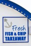 Muestra del takeaway del pescado frito con patatas fritas Imagen de archivo