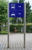 Muestra del taxi y del omnibus Foto de archivo libre de regalías