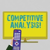 Muestra del texto que muestra análisis competitivo Técnica estratégica de la foto conceptual usada para evaluar fuera de la ma stock de ilustración