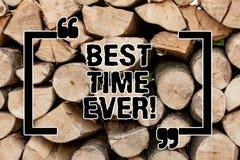Muestra del texto que muestra el mejor tiempo nunca La foto conceptual se excite para qué está sucediendo en el momento de madera fotos de archivo libres de regalías