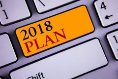 Muestra del texto que muestra el plan 2018 Metas desafiadoras de las ideas de la foto conceptual para que motivación del Año Nuev Fotos de archivo libres de regalías