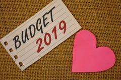 Muestra del texto que muestra el presupuesto 2019 La estimación conceptual del Año Nuevo de las fotos de rentas y los costos Plan Fotos de archivo