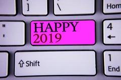 Muestra del texto que muestra 2019 feliz La celebración conceptual del Año Nuevo de las fotos anima el mensaje de motivación de C Imagen de archivo libre de regalías