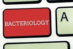 Muestra del texto que muestra la bacteriología Rama conceptual de la foto de la microbiología que se ocupa de las bacterias y de  libre illustration