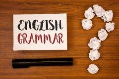 Muestra del texto que muestra la gramática inglesa Ideas conceptuales de la lectura de la literatura de la educación escolar del  imagen de archivo