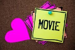 Muestra del texto que muestra película Cine conceptual de la foto o vídeo cinematográfico de la película de la televisión exhibid imágenes de archivo libres de regalías