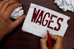 Muestra del texto que muestra salarios El pago regular fijo de la foto conceptual ganó para el trabajo o los servicios pagados en imagen de archivo libre de regalías