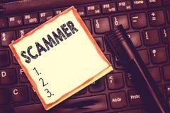 Muestra del texto que muestra Scammer Foto conceptual alguien que hace el dinero engañando al ladrón del fraude del crimen que mu foto de archivo libre de regalías