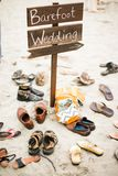 Muestra descalza de la boda en la boda del destino Imagenes de archivo