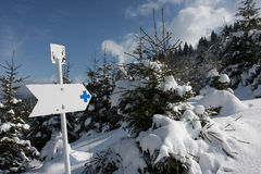Muestra direccional en la montaña Fotos de archivo libres de regalías