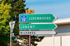Muestra direccional a Luxemburgo en Francia septentrional foto de archivo libre de regalías
