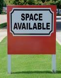 Muestra disponible del espacio de oficina imagenes de archivo