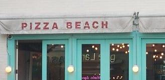 Muestra divertida de la tienda de la pizza imágenes de archivo libres de regalías