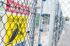 Muestra eléctrica amarilla de la cerca Imagen de archivo libre de regalías