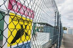 Muestra eléctrica amarilla de la cerca Fotografía de archivo libre de regalías