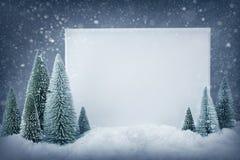 Muestra en blanco con las decoraciones de la Navidad imágenes de archivo libres de regalías