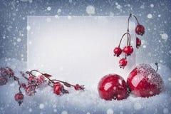Muestra en blanco con las decoraciones de la Navidad foto de archivo