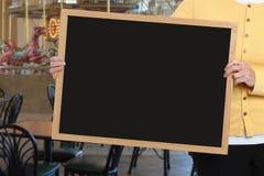 Muestra en blanco delante del área del restaurante del carrusel imagen de archivo libre de regalías