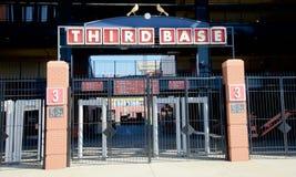Muestra en el pueblo del estadio de béisbol, St. Louis céntrico de la tercera base Foto de archivo