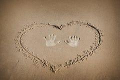 Muestra en la playa de la arena imagenes de archivo