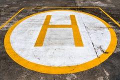 Muestra en superficie concreta Helipuerto para el aterrizaje del helicóptero foto de archivo libre de regalías