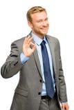Muestra feliz de la autorización del hombre del hombre de negocios - retrato en el fondo blanco Foto de archivo libre de regalías