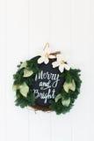 Muestra feliz y brillante de la guirnalda de la guirnalda de la Navidad Imágenes de archivo libres de regalías