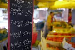 Muestra francesa del mercado con precios Fotos de archivo libres de regalías