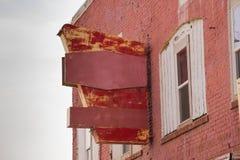 Muestra hacia fuera pintada llevada espacio comercial abandonada del edificio imagenes de archivo
