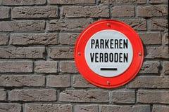 Muestra holandesa que dice el 'estacionamiento prohibido' Foto de archivo