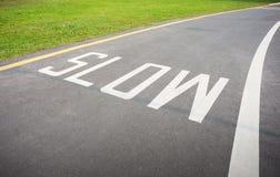 Muestra lenta pintada en el camino Imagen de archivo