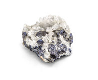 Muestra mineral del mineral metálico de la galena un mineral de la tierra rara del cinc y de la ventaja aislados en blanco con la Imagen de archivo