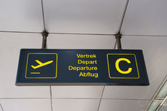 Muestra multilingüe del aeropuerto Imagenes de archivo