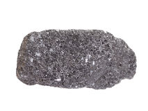Muestra natural de mineral de la cromita, el mineral más importante del cromo en el fondo blanco fotos de archivo