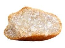 Muestra natural de roca cristalina de la cuarcita en el fondo blanco Fotos de archivo libres de regalías