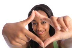 Muestra negra hermosa del marco de la mano de la diversión del adolescente Imagenes de archivo