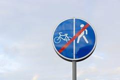 Muestra para los peatones y los ciclistas Fotografía de archivo