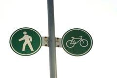 Muestra peatonal y de ciclo del carril Foto de archivo