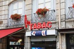 Muestra roja y blanca francesa de Tabac con Loto Logo In France foto de archivo libre de regalías