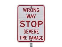 Muestra severa del daño del neumático de la parada incorrecta de la manera fotografía de archivo libre de regalías