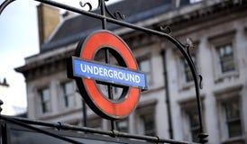 Muestra subterráneo de la entrada de Londres en Westminster, Londres, Reino Unido - septiembre de 2013 foto de archivo libre de regalías